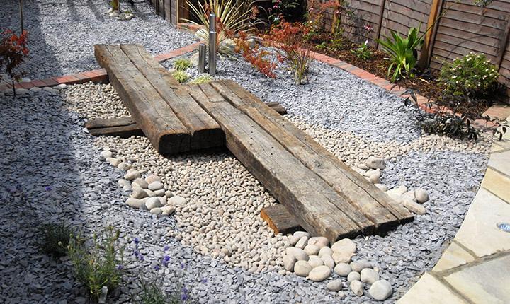 Bracknell low maintenance garden dream gardens for Small low maintenance gardens