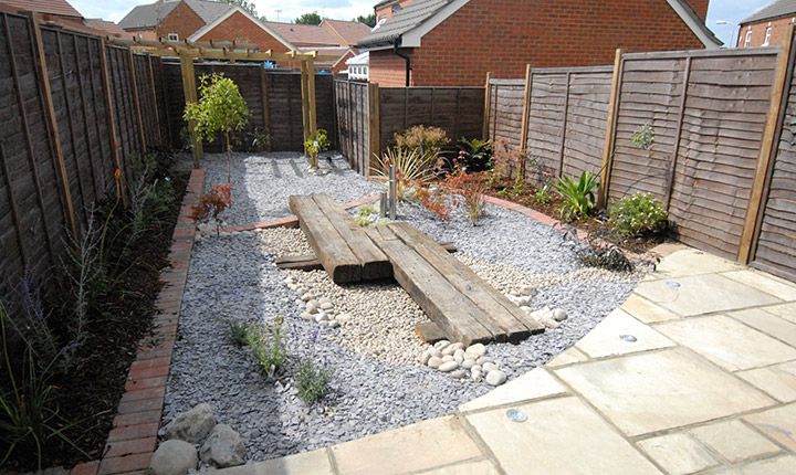 Bracknell low maintenance garden dream gardens for Small no maintenance garden