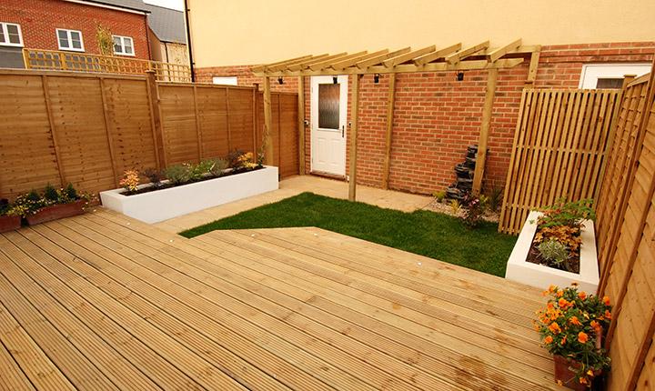 Bracknell small garden dream gardens for Garden decking colours