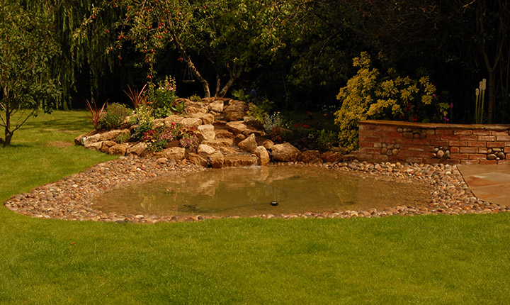 Swindon the pond and the patio dream gardens for Shallow garden pond