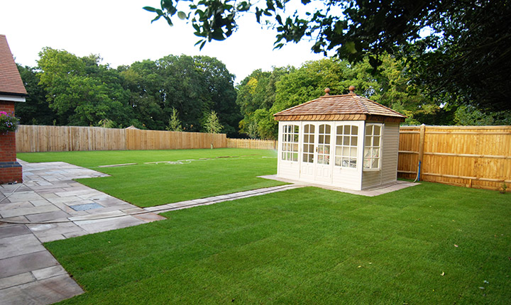 Windsor summerhouse dream gardens for Large low maintenance garden