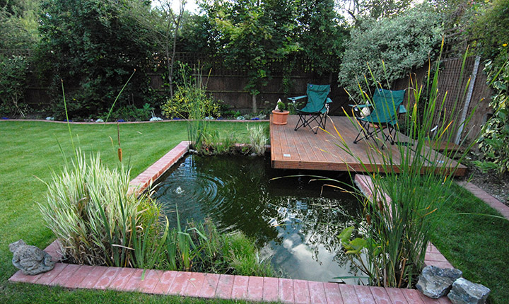 Wokingham pond and decking dream gardens for Garden decking with pond
